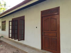 HOUSE FOR RENT IN KATUNAYAKE WORKING COUPLE OR Mother and Daughter
